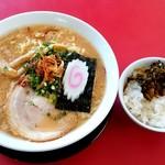 日和田製麺所 - 日和田製麺所 本店@日和田(郡山市) 特製 中華そばとサービスライス&高菜漬け