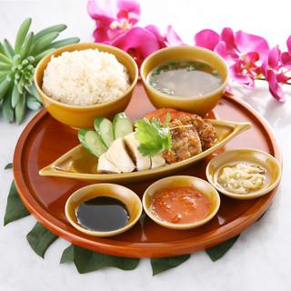 名物「海南鶏飯」は必食!定番の蒸し鶏orオリジナルの揚げ鶏