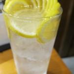 魚虎 - ドリンク写真:チューハイ 生レモン:600円