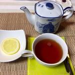 キッチンカフェ おかりや - 紅茶(レモン)400円