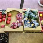 キッチンカフェ おかりや - 野菜も売ってます(≧∀≦)