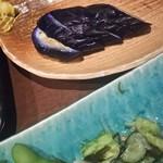 甘太郎 - 食べてる途中のなすびの一本漬け