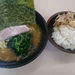 武蔵家 - 料理写真:ラーメン並、ライス