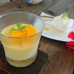 島茶家 ヤッカヤッカ - 甘いマンゴーの乗ったマンゴープリン