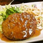 呑呑亭 - 煮込みハンバーグ