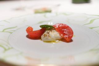 カーザデッラマンテ - ブラッタチーズとフルーツトマトのカプレーゼ