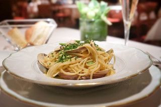 カーザデッラマンテ - 桑名産蛤と空豆のタリオリーニ