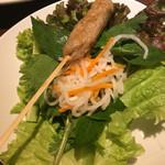 ベトナムキッチン アンヴィエット - ネムルイ!たっぷり香草を入れてライスペーパーで頂きます♪
