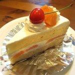 メルシー洋菓子店 - 料理写真:メロン&サクランボのショートケーキ!