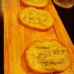 餃子小舎喜口 - カニ味噌バターとバケットは450円
