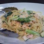 69078187 - スモークサーモンと野菜のクリームソース