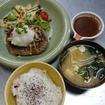 和風ダイニングまんま - 和風ハンバーグとご飯とお味噌汁