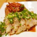 焼肉・塩ホルモン 三ちゃん - 柔らかい♡ゆで豚キムチ