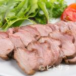 リンコット - 温燻した鴨肉本来の旨味が味わえる『鴨ロース(オレンジバルサミコソースがけ)』