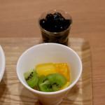 ロンフーパティオ - フレッシュフルーツとブラックタピオカ