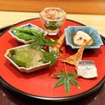 日本料理 太月 - 八寸:伏見唐辛子焼き浸し、ゴマふぐ白子ポン酢かけ、 車えびの押し鮨、いわしの梅煮、ばちこ、 梅の白ワイン煮、つるむらさき