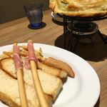 CHEESE CRAFT WORKS - ●パイ包み焼きチーズフォンデュ1,836円●チーズすくうには少なすぎて、がっかり