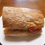 Boulangerie Kawamura - アボカドと完熟トマトのバケットサンド