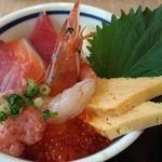 築地食堂 源ちゃん - 源ちゃ丼( 味噌汁付き)