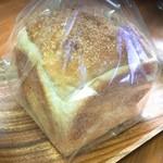かまパン&ストア - 料理写真:予約の食パン