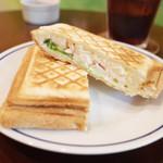 ジゾウカフェ - 限定ホットサンドセット(850円)のローストポーク&ポテトサラダ&チーズのホットサンド
