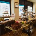 ラ・メール・ブランシュ - 店内 焼き菓子系が豊富♫
