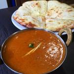 ネパールインド料理 ニュー ゴルカ - 料理写真:Aセット。日替わりカレーとクルミナン(250円で変更)