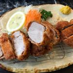 とん平 - 料理写真:特上ヒレカツ