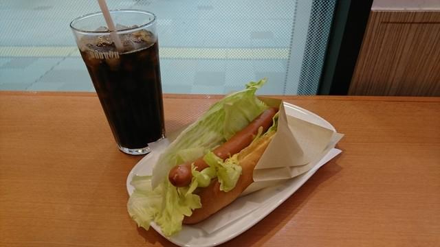 ドトールコーヒーショップ JR新大阪店 - レタスドックとアイスコーヒー