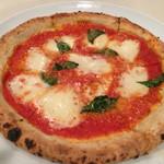イル・ピッチョーネ - マルゲリータ、ランチでなければ千円! かなり大きい、美味しいピッツアです!