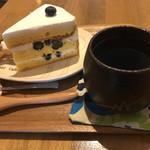 69103165 - ブルーベリーとマスカルポーネクリームのケーキ