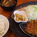 とんかつ 豚ゴリラ - ロースカツ膳(小さめ)・ご飯は麦ご飯で