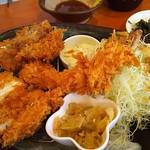 とんかつ 豚ゴリラ - 豚ごりスペシャル(ミンチカツ・チキンカツ・海老フライ)
