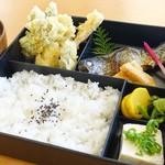 塩の里 - 2017年4月 塩の里定食【950円】天ぷらは野菜だけです。