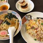 台湾菜館 弘城 - サービスセットB(チャーハン、半ラーメン、餃子3個)\756(税込み)