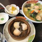 台湾菜館 弘城 - 奥様ランチ(海老タンメン、海老蒸し餃子3個、杏仁豆腐)\810(税込み)