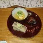69112798 - 水無月豆腐、ハモの子の卵とじ、ヅケ手毬寿司
