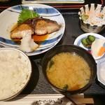ワインと懐石 日本料理のお店 青山 - ぶり照焼(ランチ)900円