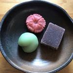 萬御菓子誂處 樫舎 - 葛焼き、撫子、梅