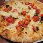 ダ マサ - サラミとトマトのピザ