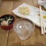 魚河岸 魚◯本店 - 山ねこロック549円。グラスが滅茶苦茶小さい。