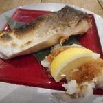 魚河岸 魚◯本店 - ブリ塩焼きハーフ549円