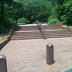 69126809 - 錦町公園南側階段(この階段を降りて右側)