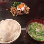 お好み焼 焼そば てこいち - ハーフ&ハーフ定食です♫ご飯とスープはお代わり自由だそうです( ^ω^ )