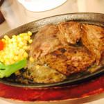 肉の村山 - 2017/6/25 ディナーで利用。 テキサスステーキ200g単品(1,728円) マルイのカード提示で5%offに ブレちゃってて、すみません( ̄▽ ̄)