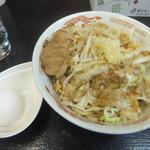 自家製太麺 ドカ盛 マッチョ - まぜそば730円中盛無料、野菜ちょいマシニンニクアブラマシ(2017.5.3)