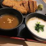 牛カツ専門店 京都勝牛 - 牛カツに漬けながら食べるカレー、とろろ  でもとろろはご飯にかけた♪