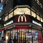 マクドナルド - 2017/06 JR新宿駅から南西方向、甲州街道と渡って代々木方面へ少しいったところにあるマクドナルド 南新宿店