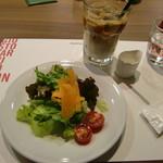 69134457 - サラダとカフェオレ