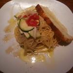 69134488 - ツナと玉葱とズッキーニのバルサミコ風味の冷製スパゲッティ